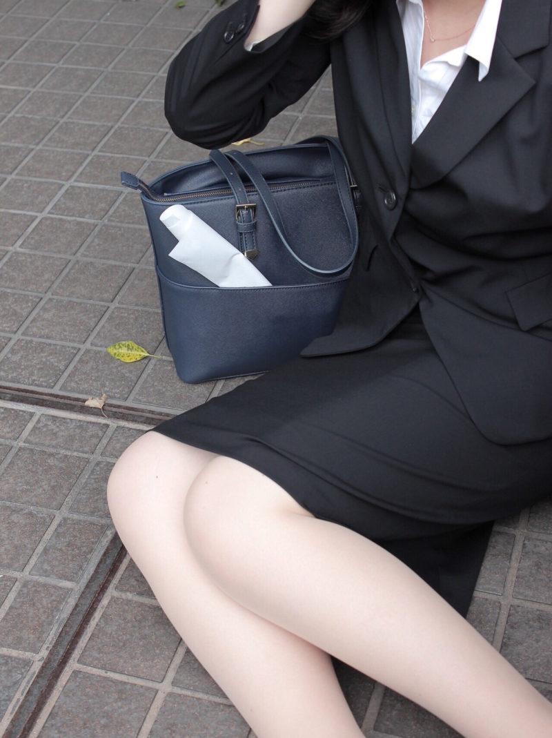 栃木の離職率を知って驚いている女性