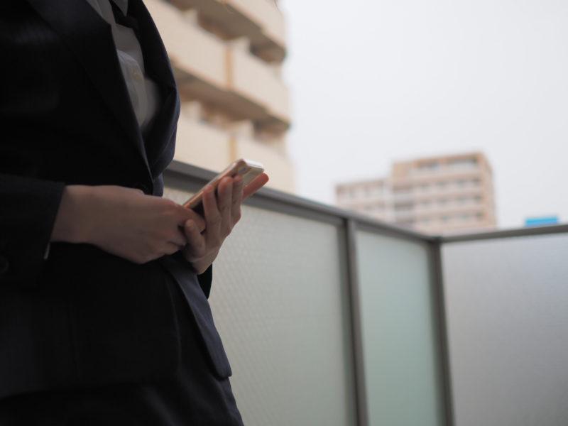 香川県の法律事務所を探している女性