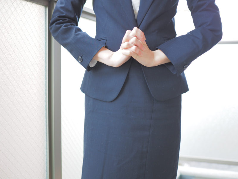 長野県で利用できる主要な退職代行サービスを利用している女性